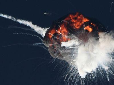 美国一火箭发射升空后炸成一团巨大火球