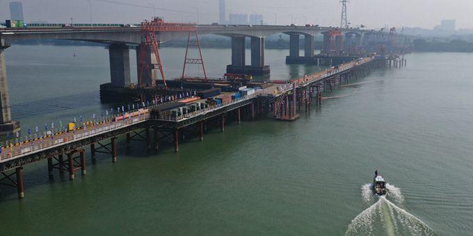 船舶撞桥、人员落水怎么办? 直击西江特大桥水上应急救援演练