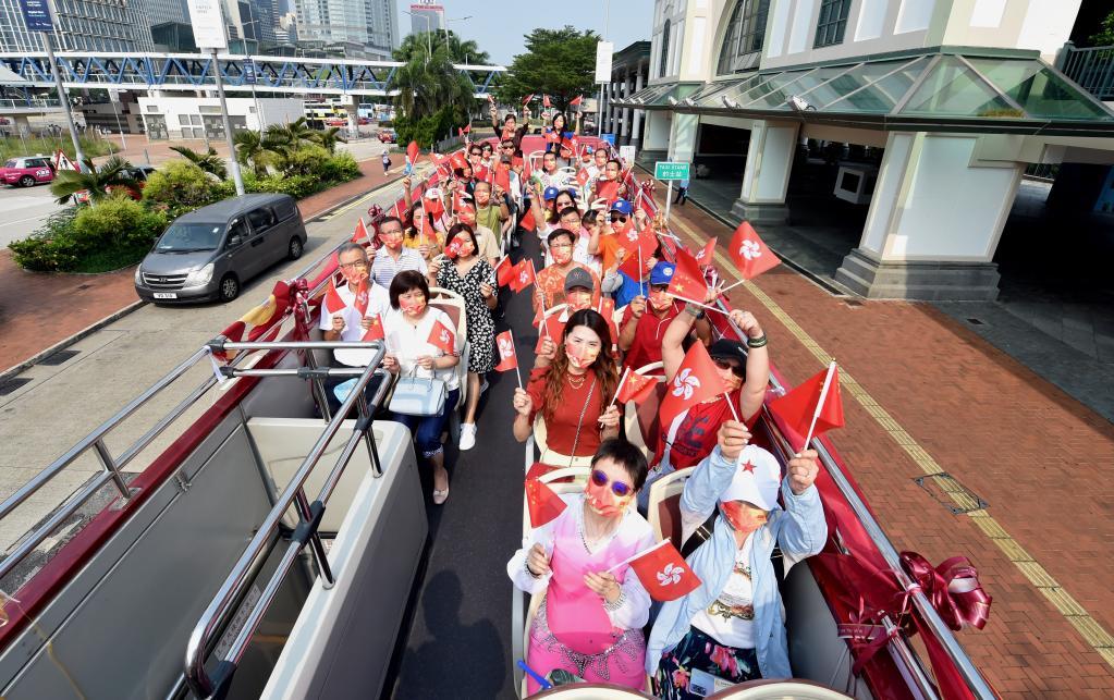 国旗下 力量在汇聚——香港举行多项活动庆祝新中国成立72周年